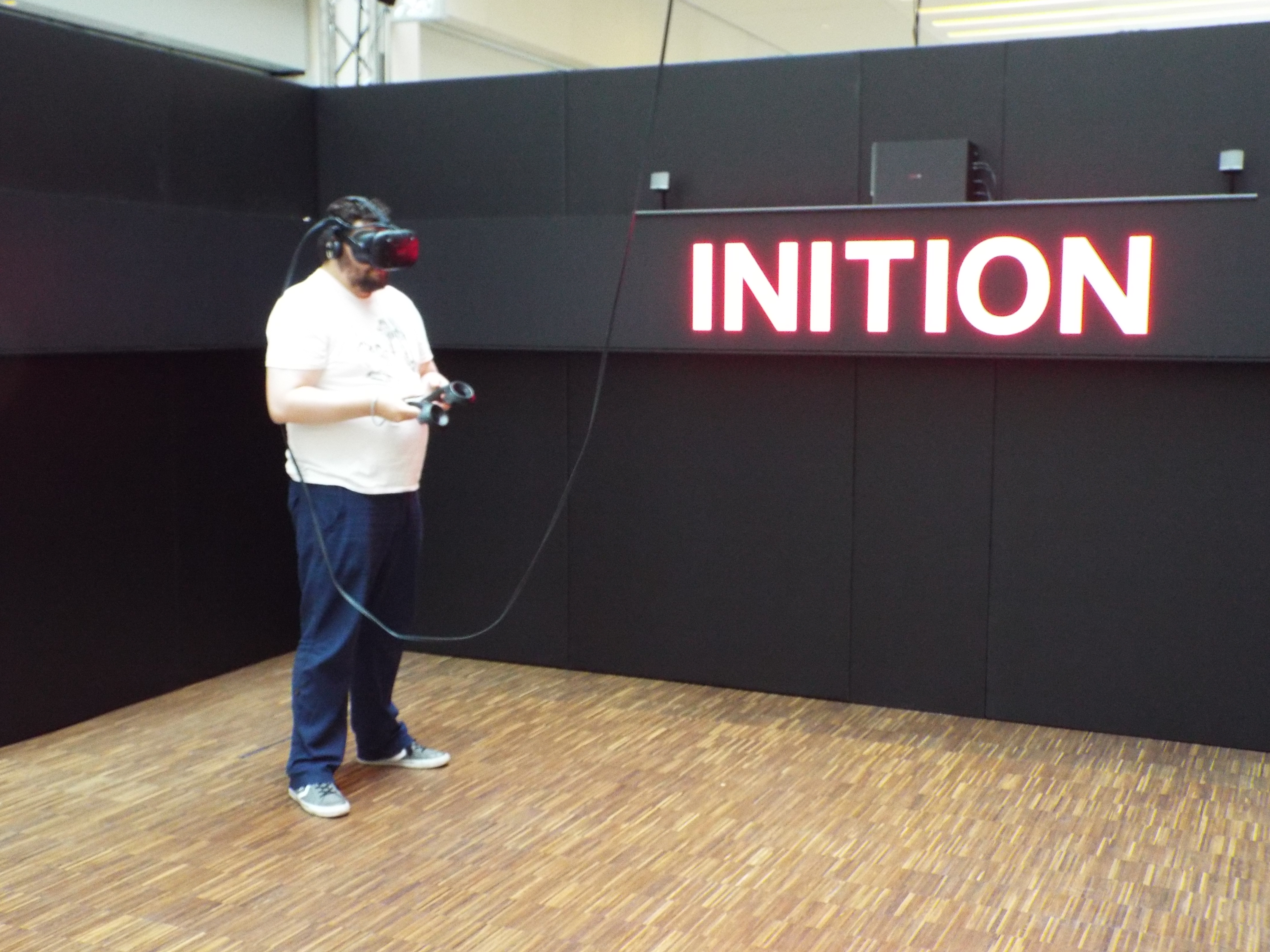 Experience: #VR goes #TechStyle at The Mailbox